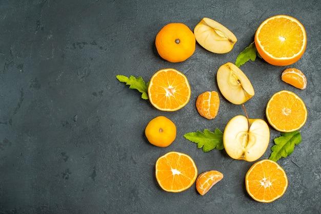 上面図は暗い表面にオレンジとリンゴをカットしました