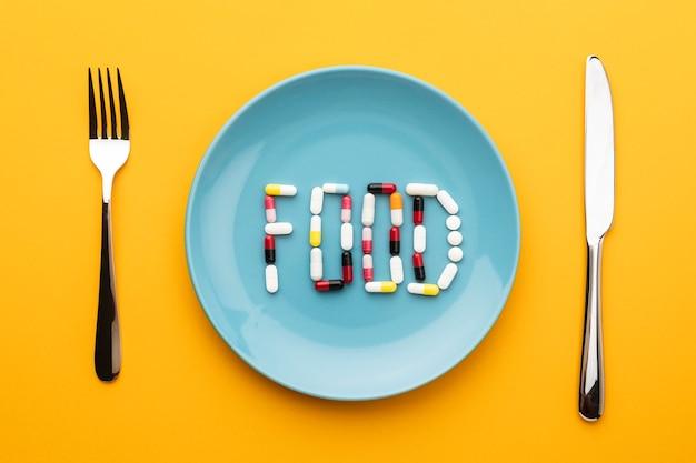상위 뷰 칼 붙이 및 식품 약
