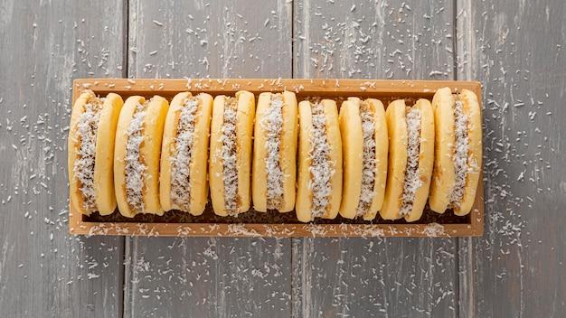 Vista dall'alto di deliziosi biscotti alfajores