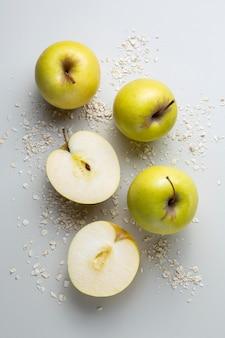Вид сверху вкусная композиция из яблок
