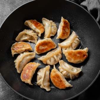 Вид сверху вкусной азиатской еды