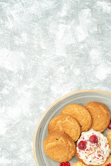 Top view delicious biscuits with cookies and cream cake on the white background sweet tea biscuit cookie sugar cake