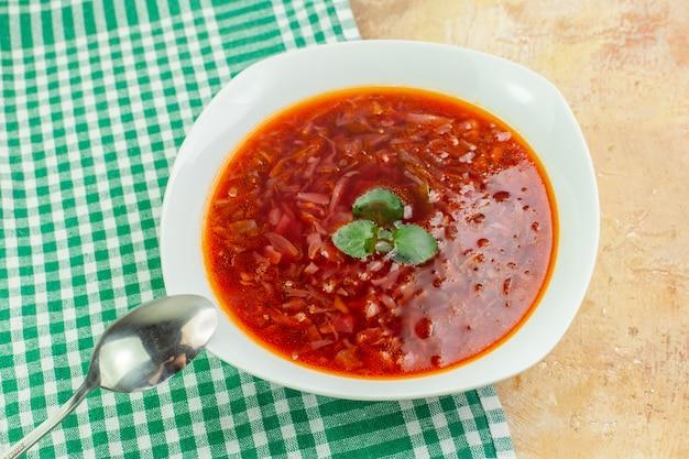 Vista dall'alto deliziosa zuppa di barbabietola rossa ucraino borsch