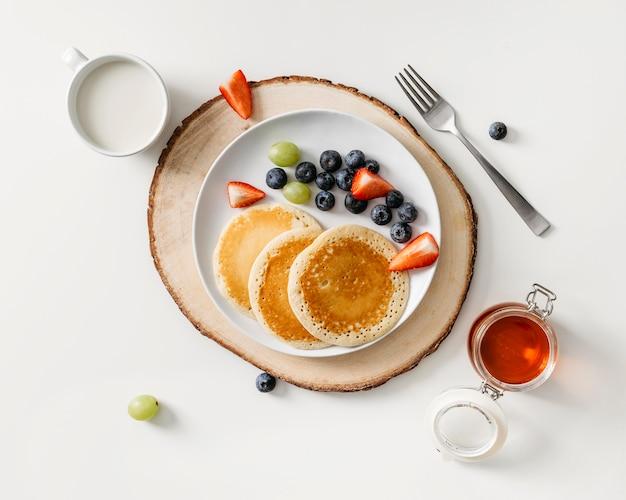 Состав вкусной еды для завтрака вид сверху