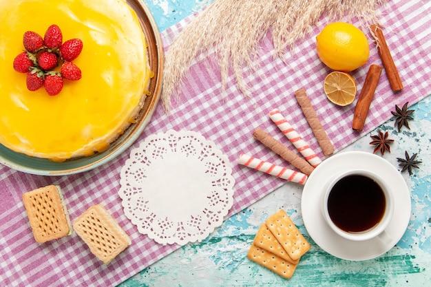파란색 표면 비스킷 케이크 달콤한 파이 쿠키 설탕 차에 와플과 차 한잔 상위 뷰 맛있는 케이크