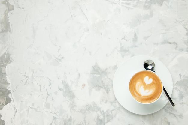 상위 뷰 맛있는 카푸치노 흰색 배경에 커피 한잔 아메리카노 디저트 차 쿠키 케이크 에스프레소 달콤한 비스킷 여유 공간