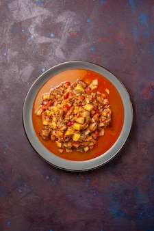 上面図濃い表面にタレでスライスしたおいしい調理野菜ソーススープ食品ミール野菜