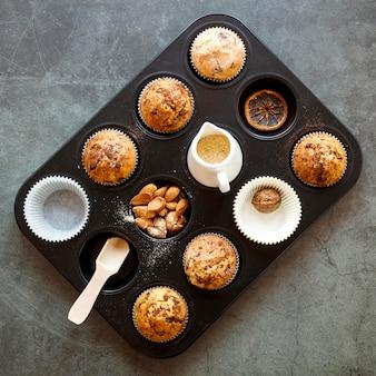 Vista dall'alto del delizioso concetto di cupcake