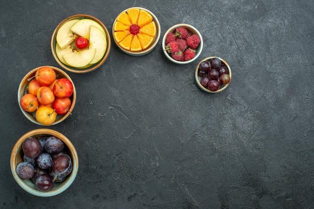 상위 뷰 맛있는 과일 구성 어두운 배경에 신선한 과일 잘 익은 신선한 건강 과일 부드러운 다이어트