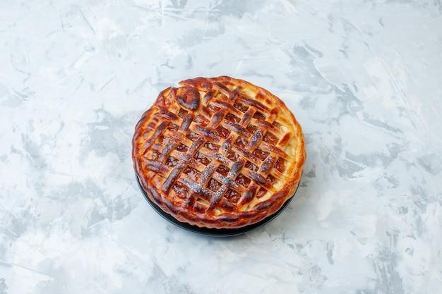 トップビューライトビスケット焼きナッツパイケーキデザートカラーティーにゼリーを添えたおいしいフルーティーパイ