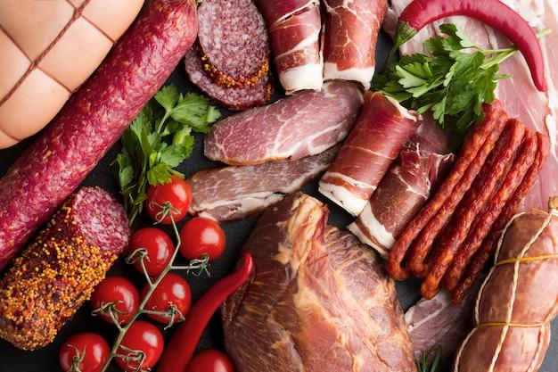 Vista dall'alto deliziosa carne gourmet sul tavolo