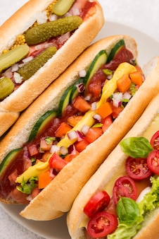 野菜とおいしいホットドッグの上面図