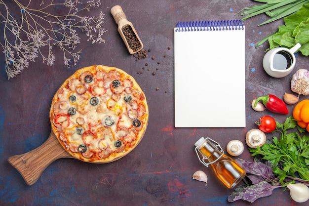 Vista dall'alto deliziosa pizza ai funghi con formaggio e olive sulla superficie scura pasto cibo italiano pasta snack pizza