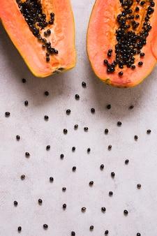 Vista dall'alto deliziosa papaia sul tavolo