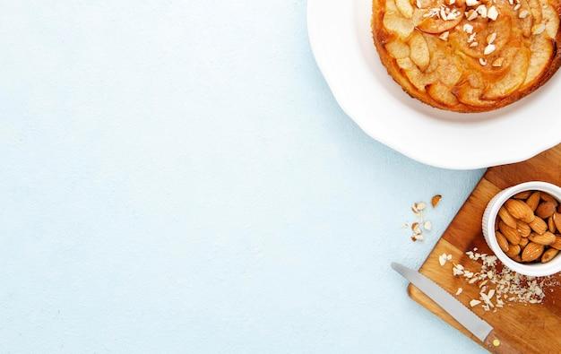 Вид сверху вкусный пирог с копией пространства