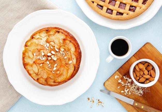 Вид сверху вкусный пирог для утренней еды