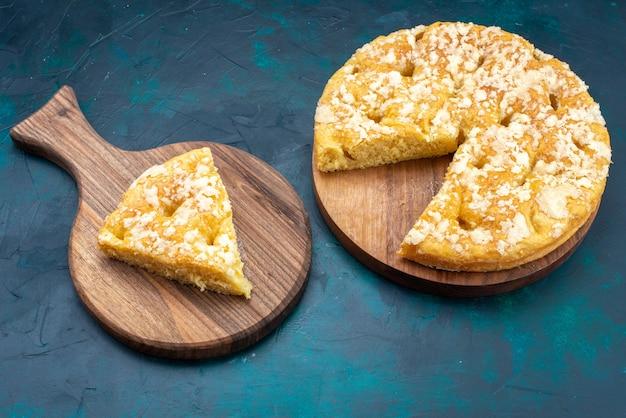 紺色の背景においしい丸いパイの上面図フルーツケーキパイシュガースウィートティー