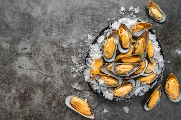 Вид сверху вкусный ассортимент морепродуктов