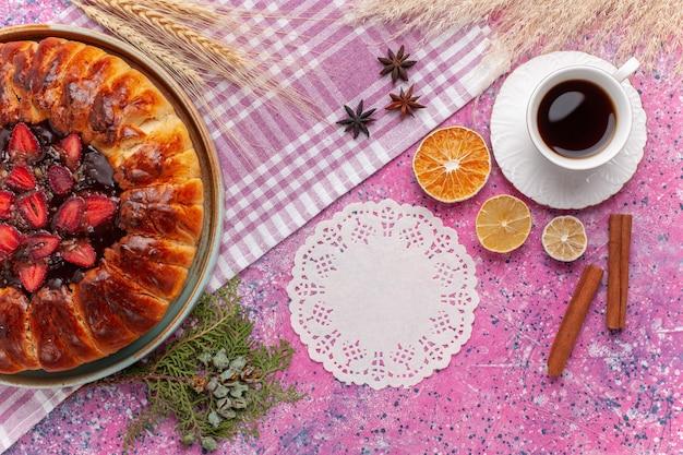 上面図ピンクのお茶とおいしいストロベリーパイフルーティーケーキ