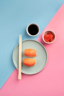Vista dall'alto delizioso arrangiamento di sushi