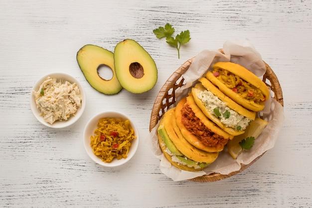 Вид сверху вкусной традиционной еды