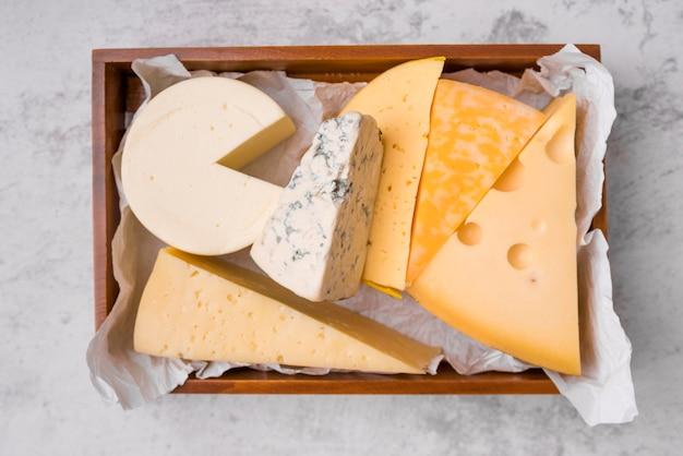 Vista dall'alto deliziosa varietà di formaggi
