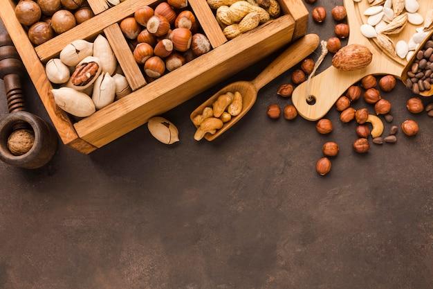 さまざまな種類のナッツの上面図