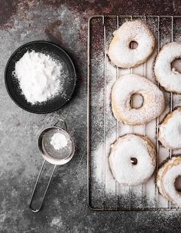 砂糖粉末でトップビュードーナツ