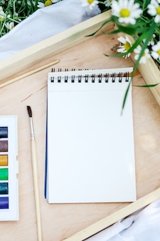 Принадлежности для рисования вид сверху