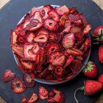 Top view dried strawberry in plate on round tray