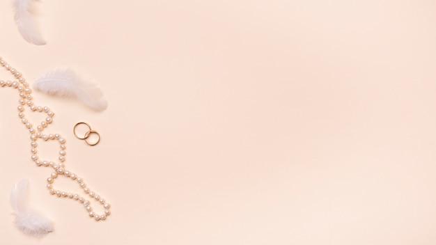 Anelli di fidanzamento vista dall'alto con spazio di copia Foto Gratuite