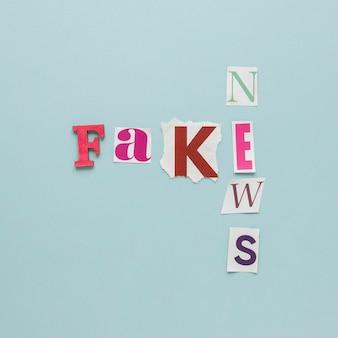 Messaggio di notizie false vista dall'alto