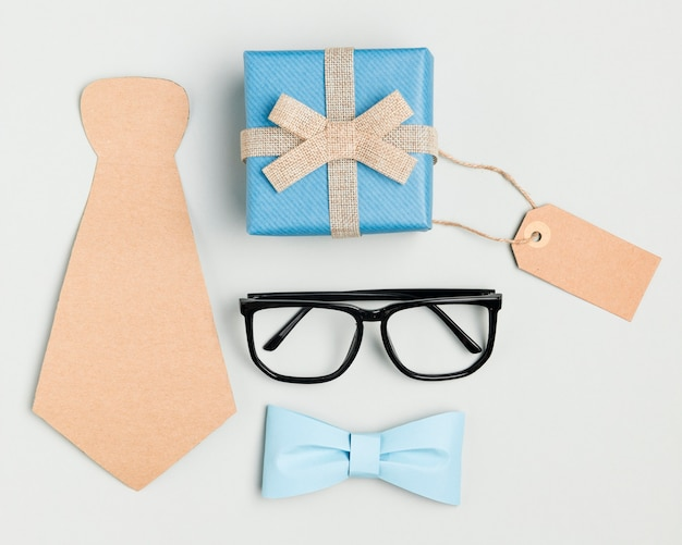 Top view father's day concept with eyeglasses