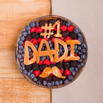 Вид сверху на день отца десерт