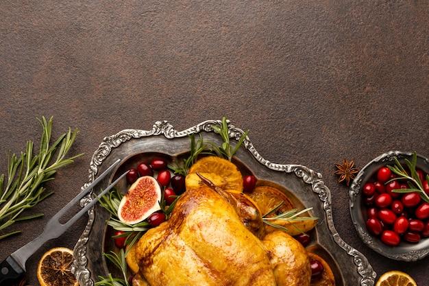 コピースペースとトップビューのお祝いのクリスマス食品の品揃え