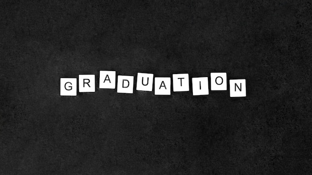 Disposizione festiva di graduazione di vista superiore con le lettere sui cubi