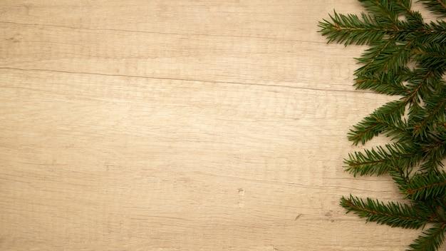 Вид сверху еловые ветки