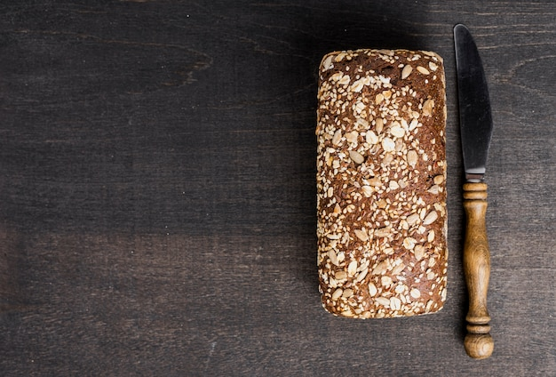 Top view flavorful bread and knife