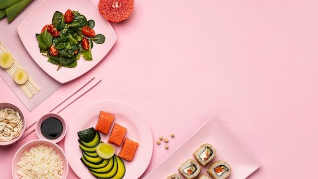 Вид сверху флекситарной диеты с рамкой из салата