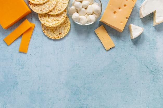 Vista dall'alto cornice alimentare con prodotti lattiero-caseari