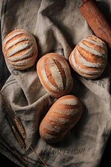 上面図4つの日本生クリームパンまたはミルクハートパンまたはミルクハス