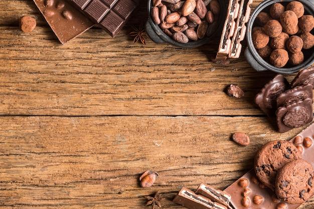 Cornice vista dall'alto dell'assortimento di dolci