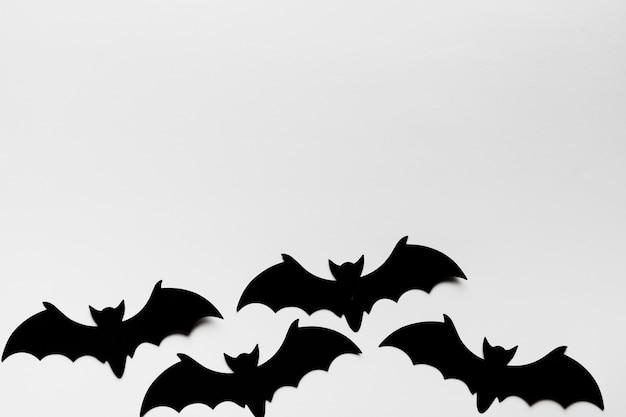 박쥐와 복사 공간이있는 탑 뷰 프레임