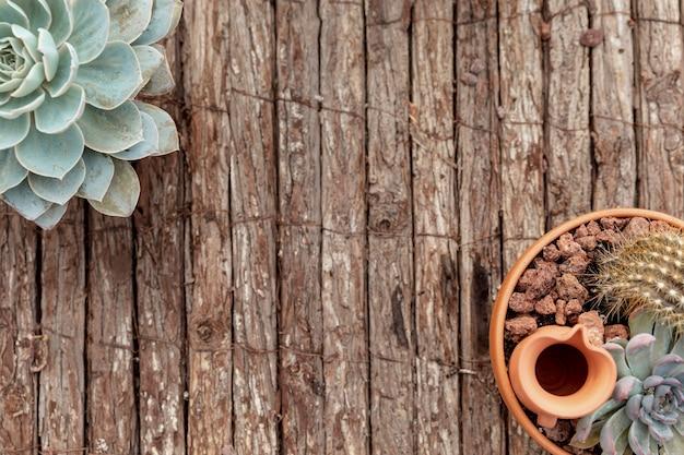 花と木製の背景を持つトップビューフレーム