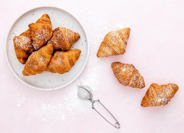 トップビュー砂糖wとフランスのクロワッサン
