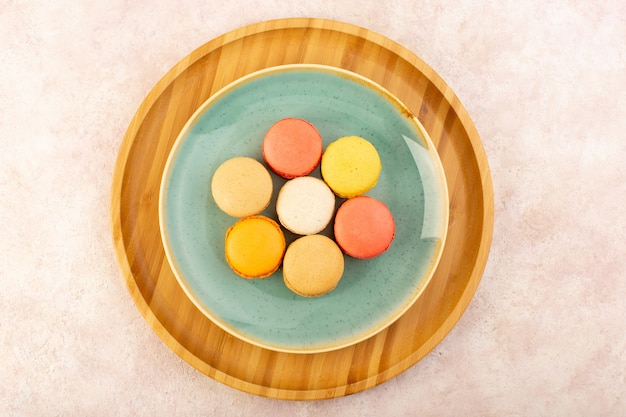 A top view french macarons inside round plate