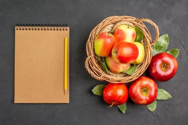 平面図新鮮なリンゴは灰色のテーブルにフルーツをまろやかに熟したフルーツはフレッシュにまろやかに