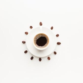 Вид сверху свежая чашка кофе