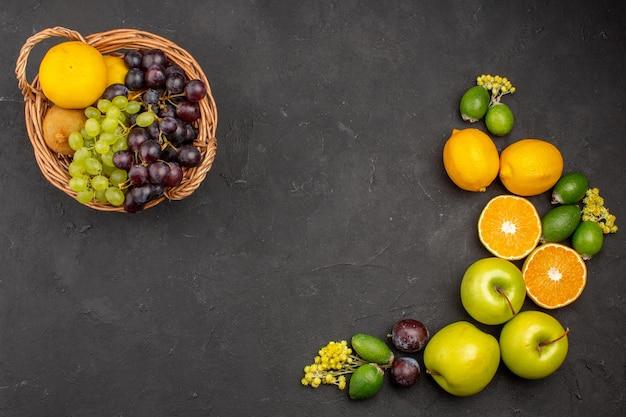 上面図新鮮な果物の組成暗い表面の熟した果物果物まろやかな新鮮なビタミン熟した