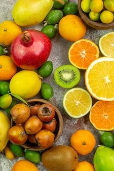 上面図新鮮な果物白い背景の木のさまざまなまろやかな果物おいしい写真熟したダイエット色健康ベリー柑橘類
